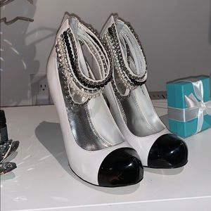 Bebe closed toe heels size 6